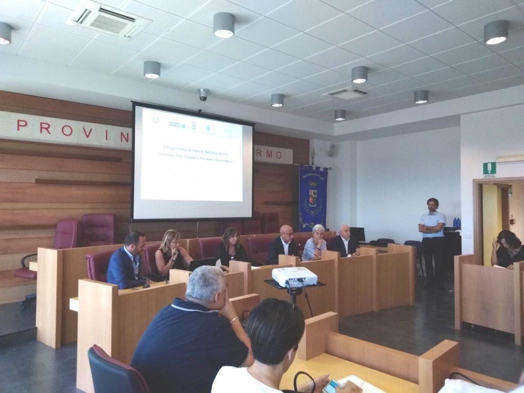 un momento dell'incontro nella sala consiliare della provincia di Fermo